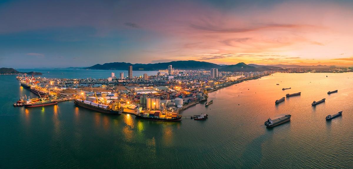 Cảng Quy Nhơn về đêm. Ảnh: Nguyễn Tiến Trình